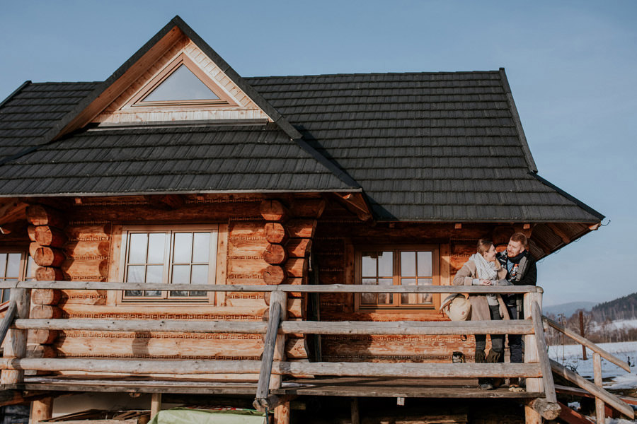 wooden cabin couple session
