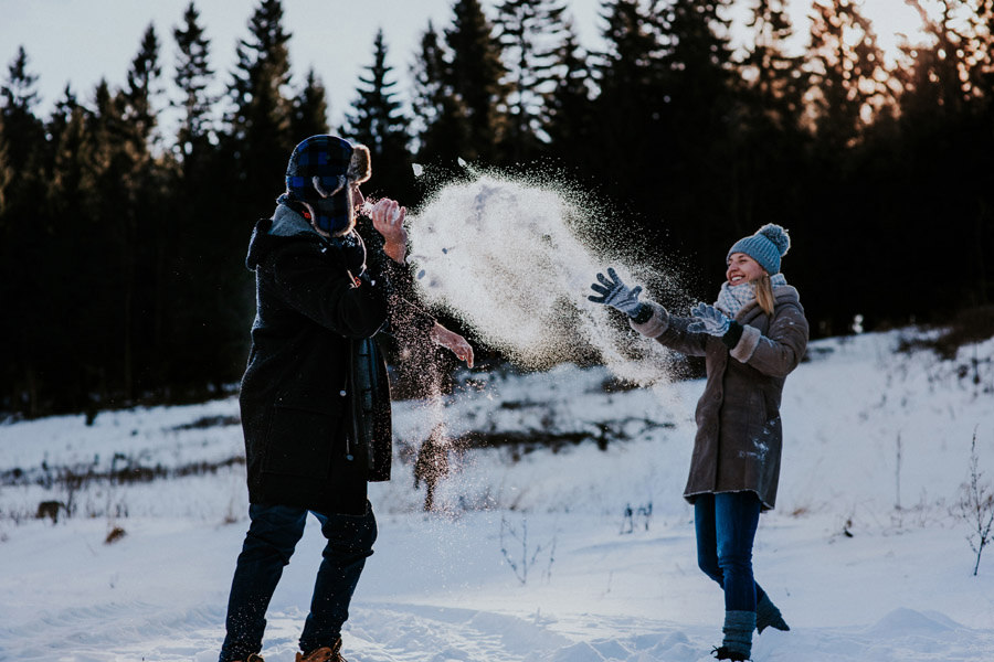 copule snow fight