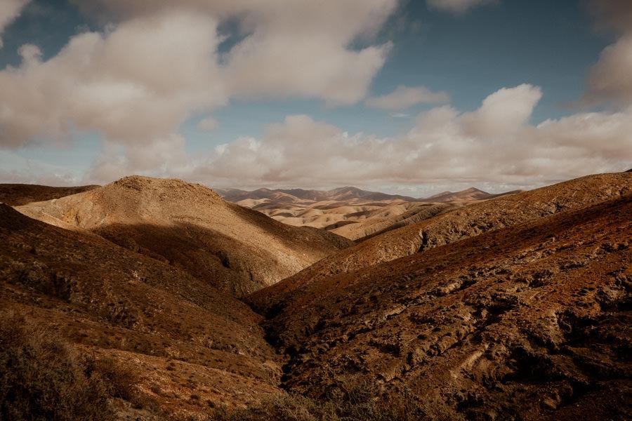 Joanna-Jaskolska-Photography-Wedding-Photographer-Fuerteventura-mountains