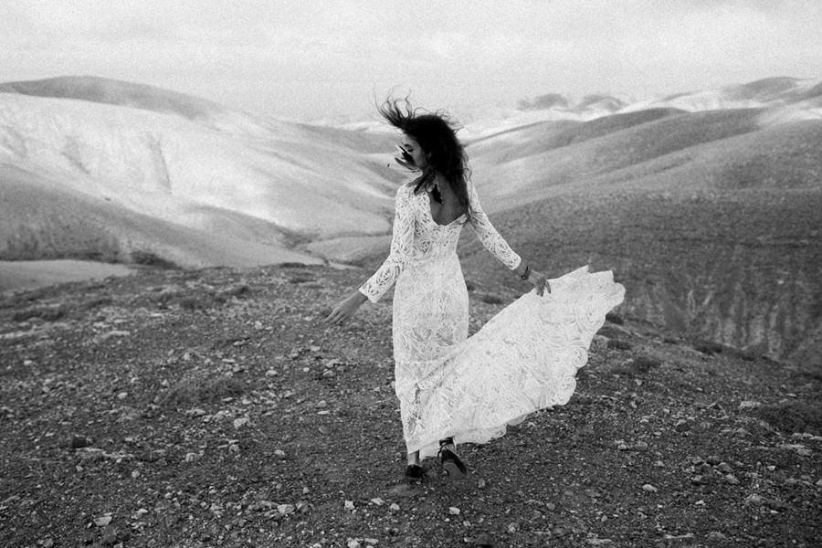 Joanna-Jaskolska-Photography-Wedding-Photographer-Fuerteventura-dancing-bride
