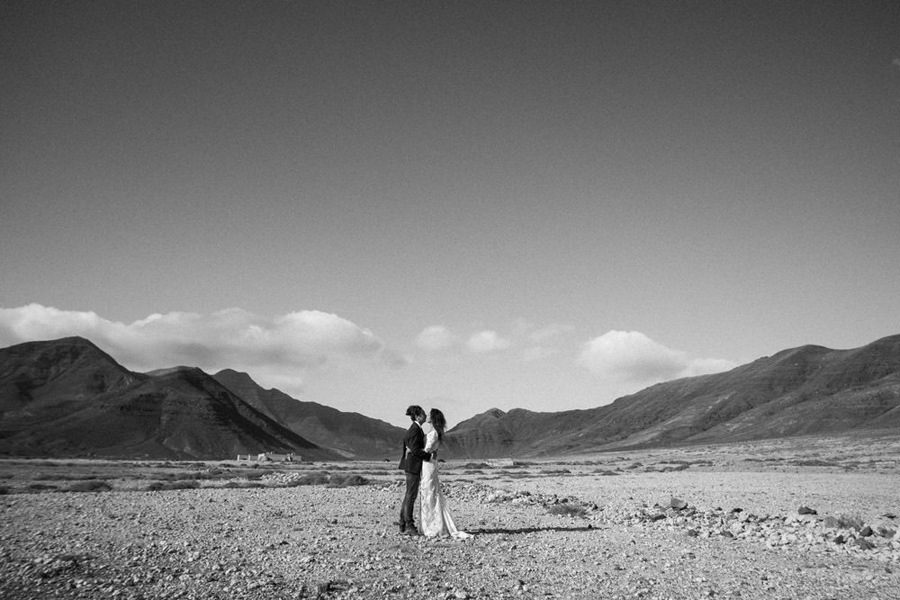 Joanna-Jaskolska-Photography-Wedding-Photographer-Fuerteventura-couple-kissing