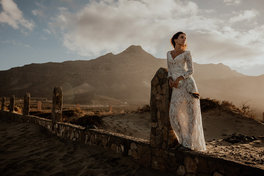 Joanna-Jaskolska-Photography-Wedding-Photographer-Fuerteventura-mountains-bride-sunset