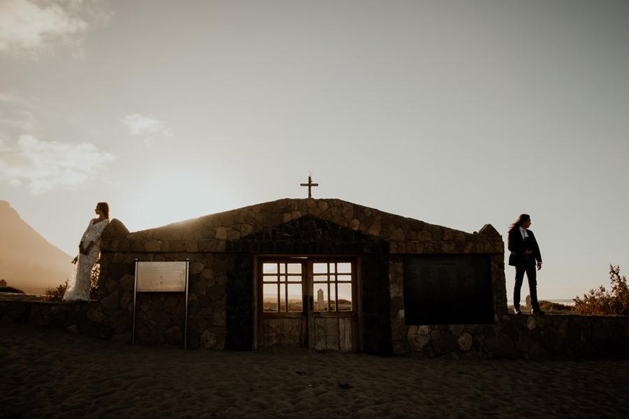 Joanna-Jaskolska-Photography-Wedding-Photographer-Fuerteventura-mountains-cofete-cemetery-sunset
