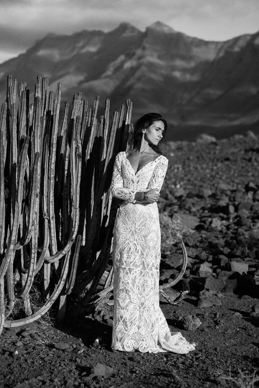 Joanna-Jaskolska-Photography-Wedding-Photographer-Fuerteventura-mountains-bride-cactus-black-and-white
