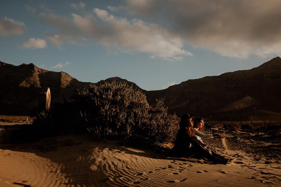 Joanna-Jaskolska-Photography-Wedding-Photographer-Fuerteventura-mountains-cofete-sunset-sand
