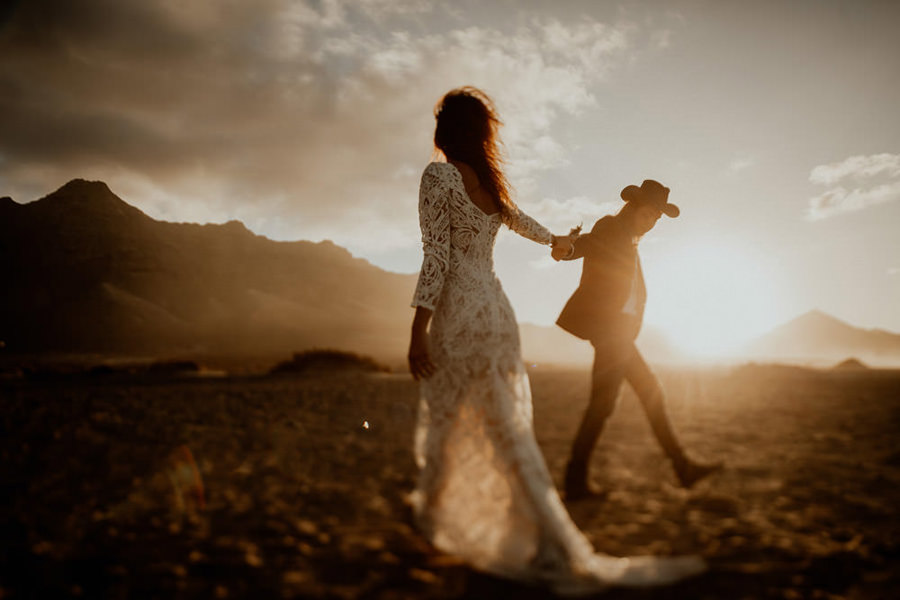 Joanna-Jaskolska-Photography-Wedding-Photographer-Fuerteventura-mountains-couple-dancing-sunset