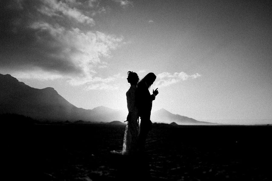 Joanna-Jaskolska-Photography-Wedding-Photographer-Fuerteventura-mountains-couple-dancing-sunset