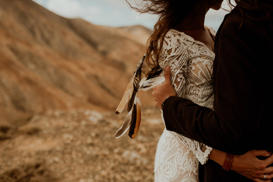 Joanna-Jaskolska-Photography-Wedding-Photographer-Fuerteventura-mountains-hug