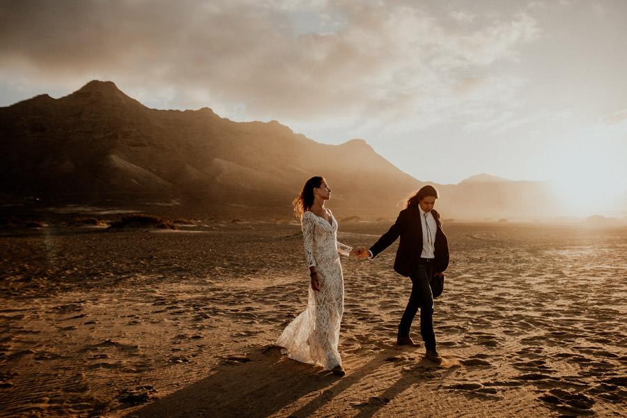 Joanna-Jaskolska-Photography-Wedding-Photographer-Fuerteventura-mountains-cofete-beach-session