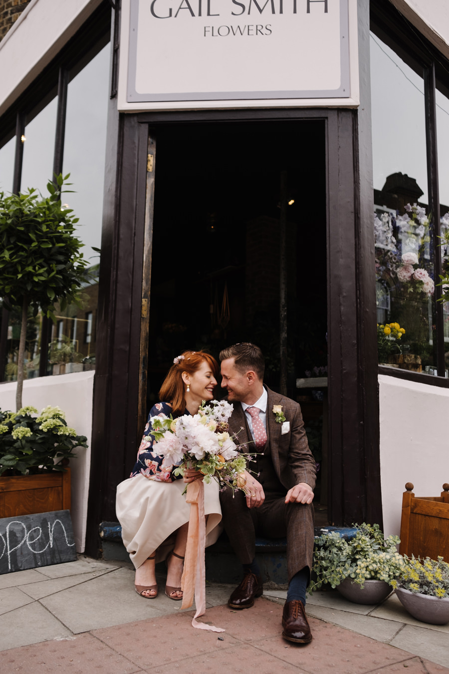 London Wedding Photographer couple gail smith flowers